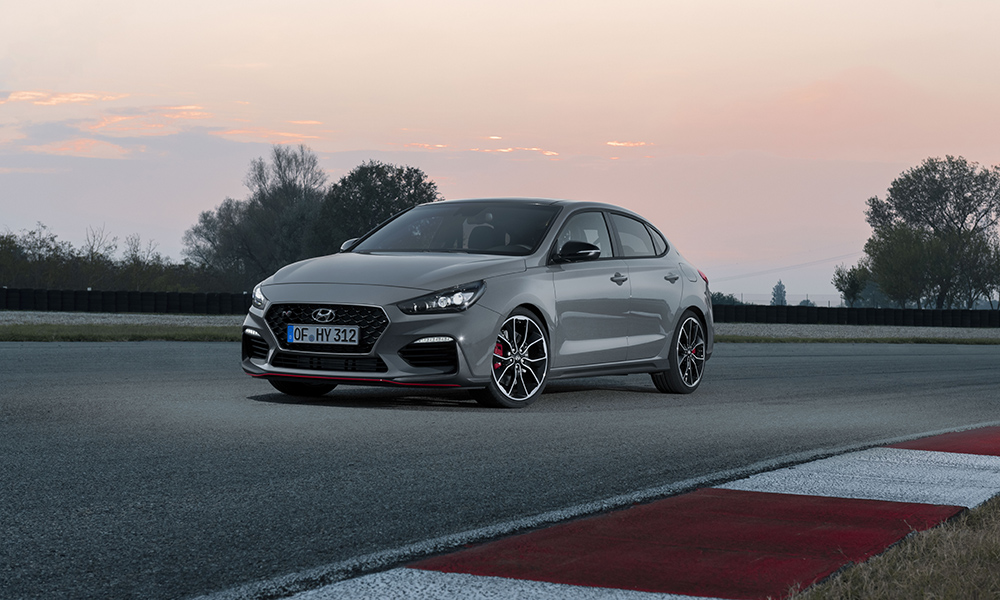 Two power outputs will be available for the 2,0-litre turbocharged engine. The Standard version produces a healthy 183 kW with the Performance Package offering 202 kW.