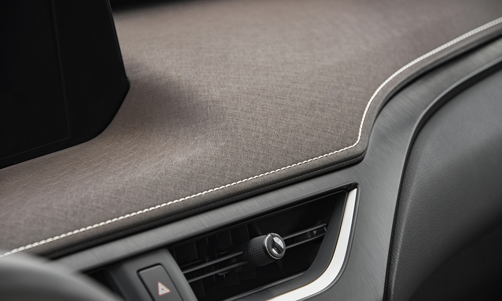 This material on the dashboard is inpsired by washi, a Japanese paper used in traditional homes.