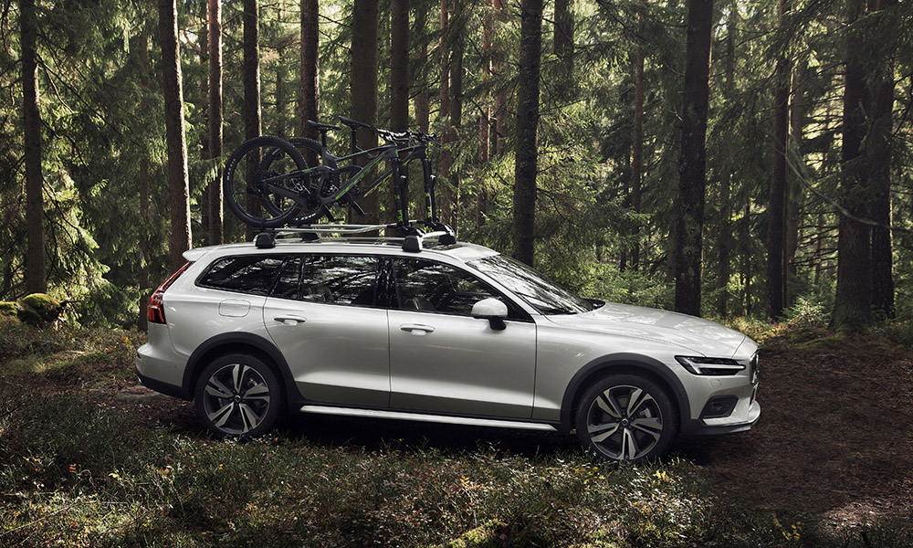 Riding 75 mm higher than the regular V60, Volvo says the new Cross Country estate will be at home in town and in off the beaten track.