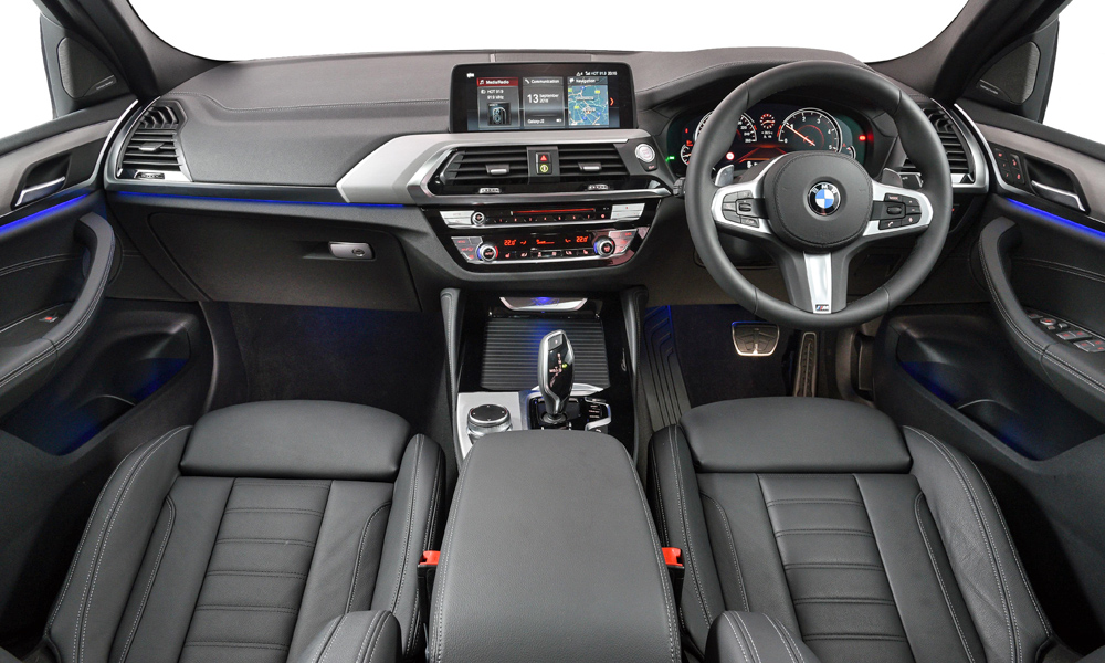 The display can be upgraded to a 10,25-inch item with touchscreen functionality.