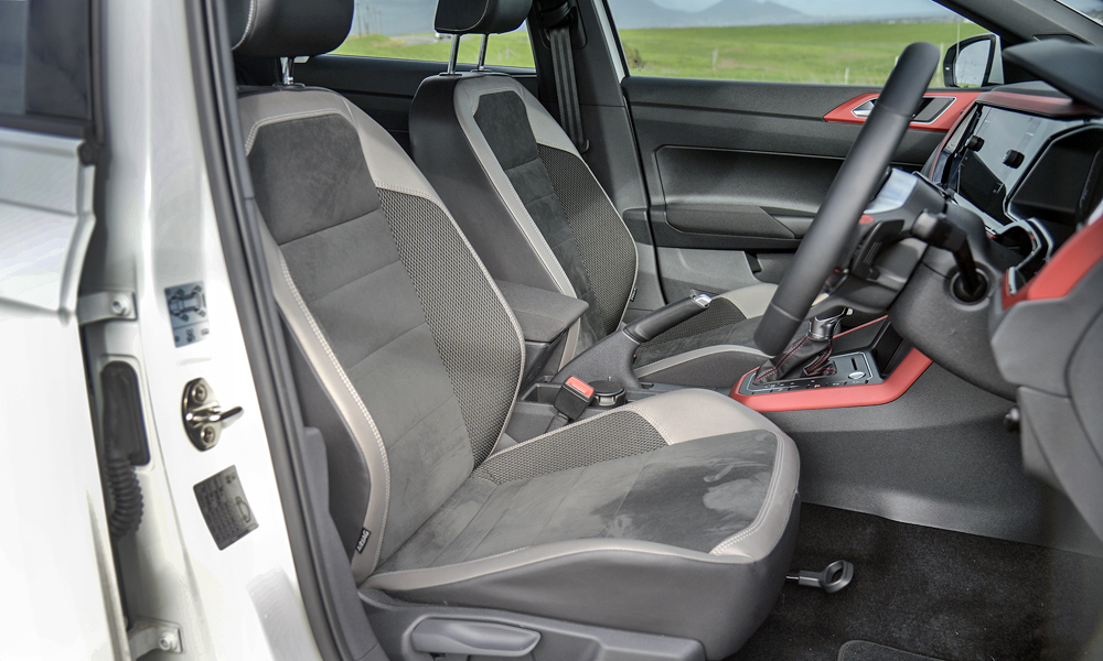 Cloth sports seats are both comfortable and supportive (leather is an added-cost option at R9 850 but adds heating).