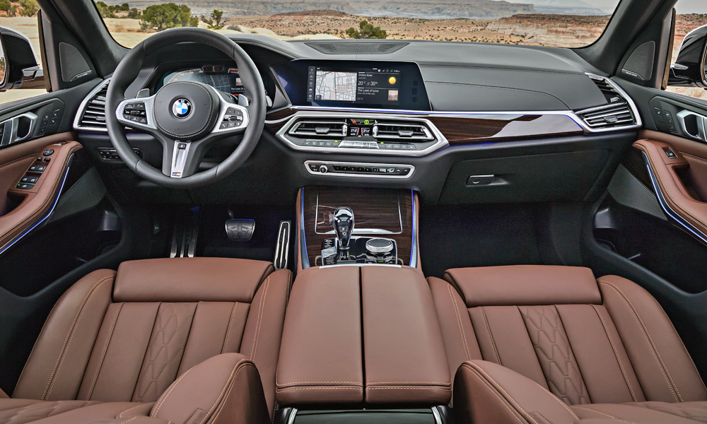 The BMW Operating System 7,0 display and control concept debuts in the X5.