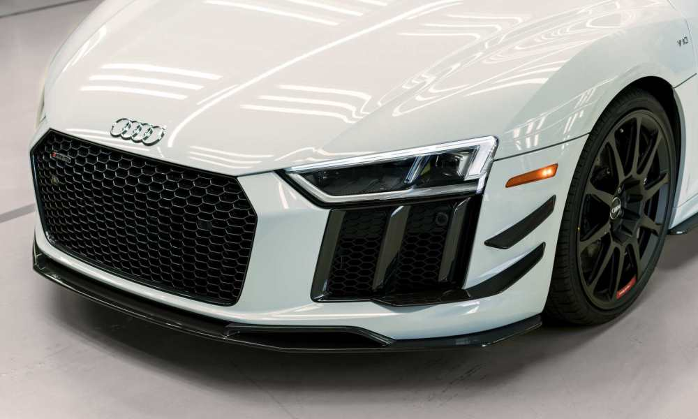 The 20-inch wheels are inspired by the GT4 racercar.