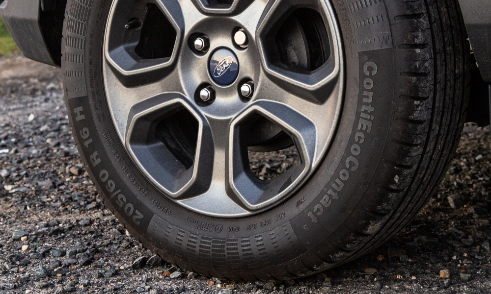 Gunmetal 16-inch alloy wheels also standard on this variant.