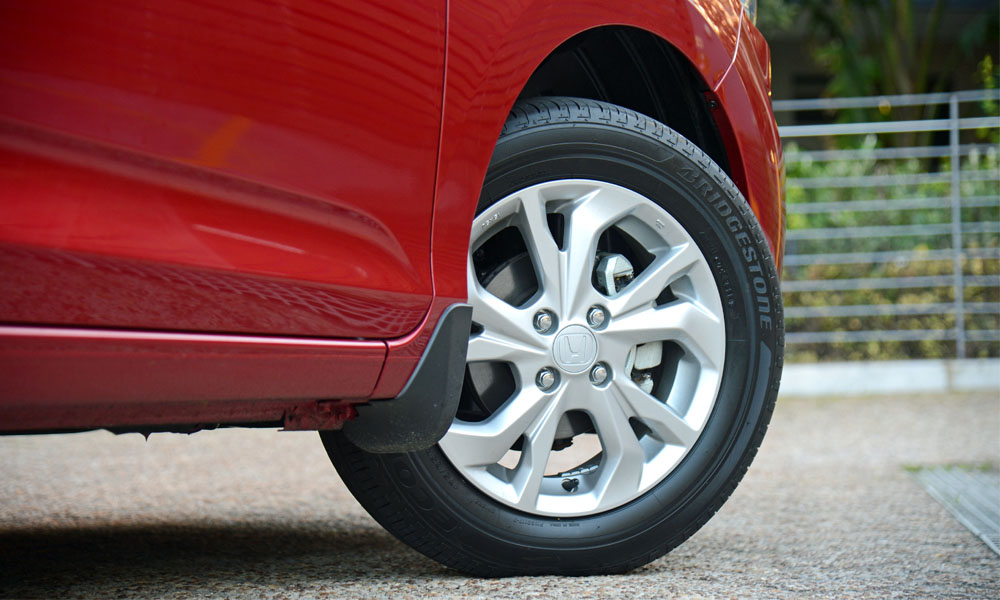 A set of 15-inch alloy wheels is standard fitment.