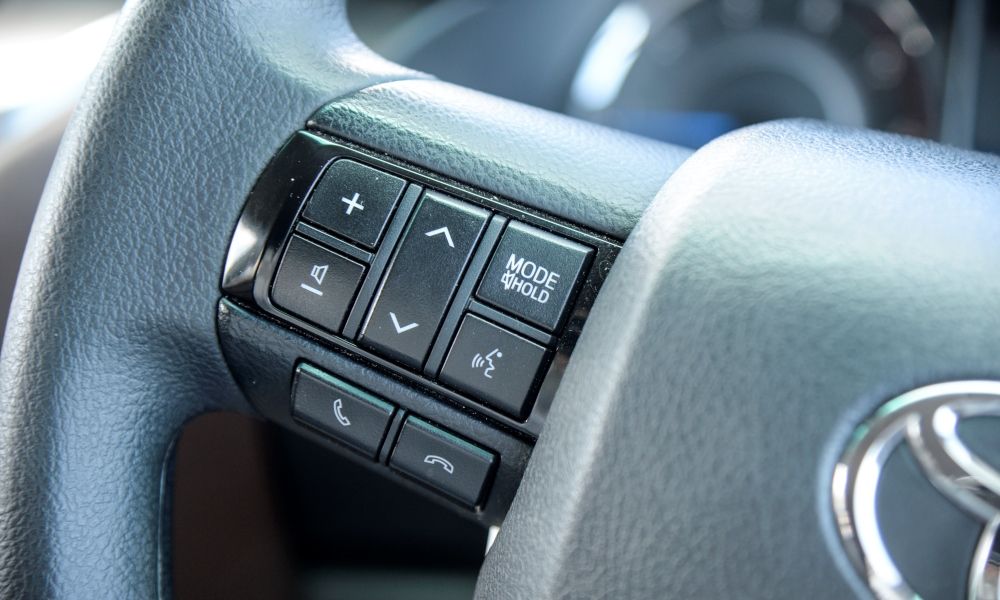 Satellite buttons for the audio and phone control remain.