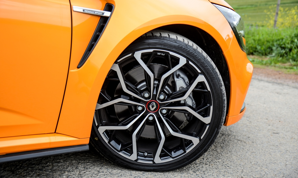 19-inch alloy wheels are optional on Lux spec.