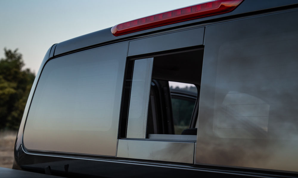 The electrically operated sliding rear window.