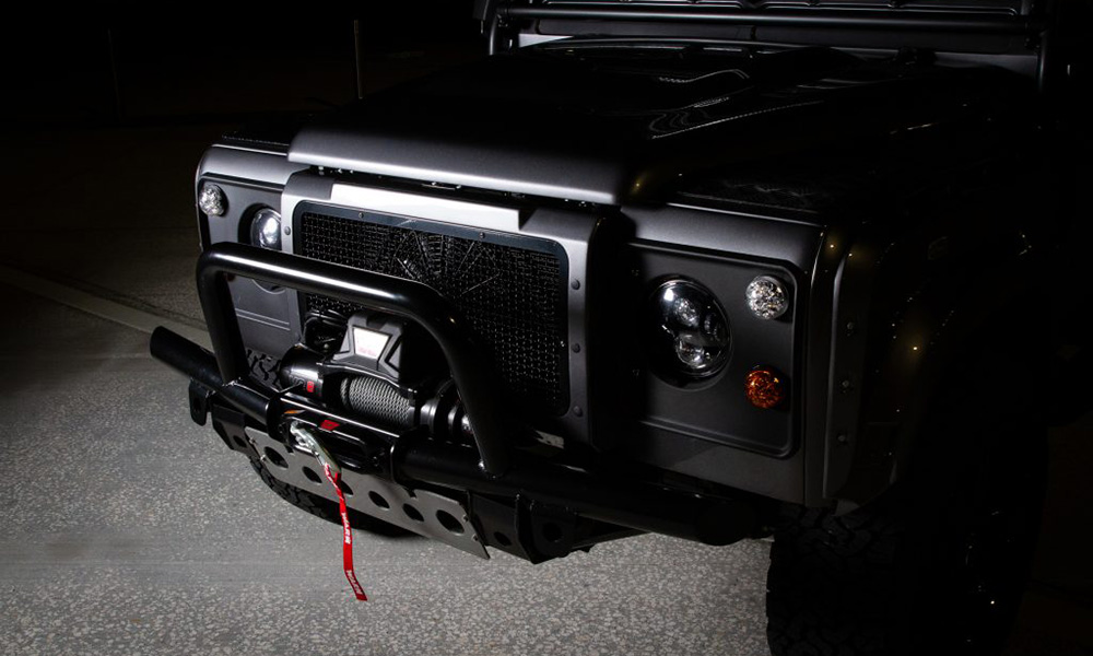 A WARN 10s Platinum winch can be found at the front of this Defender.
