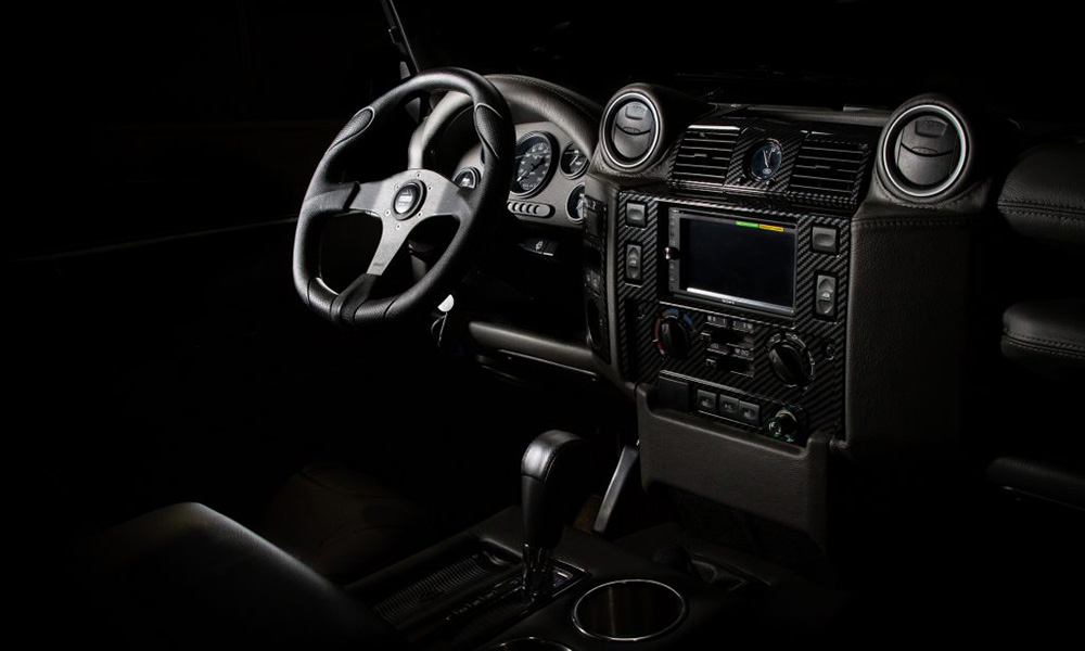 A Momo steering wheel has been fitted. Note the carbon-fibre accents on the centre console.