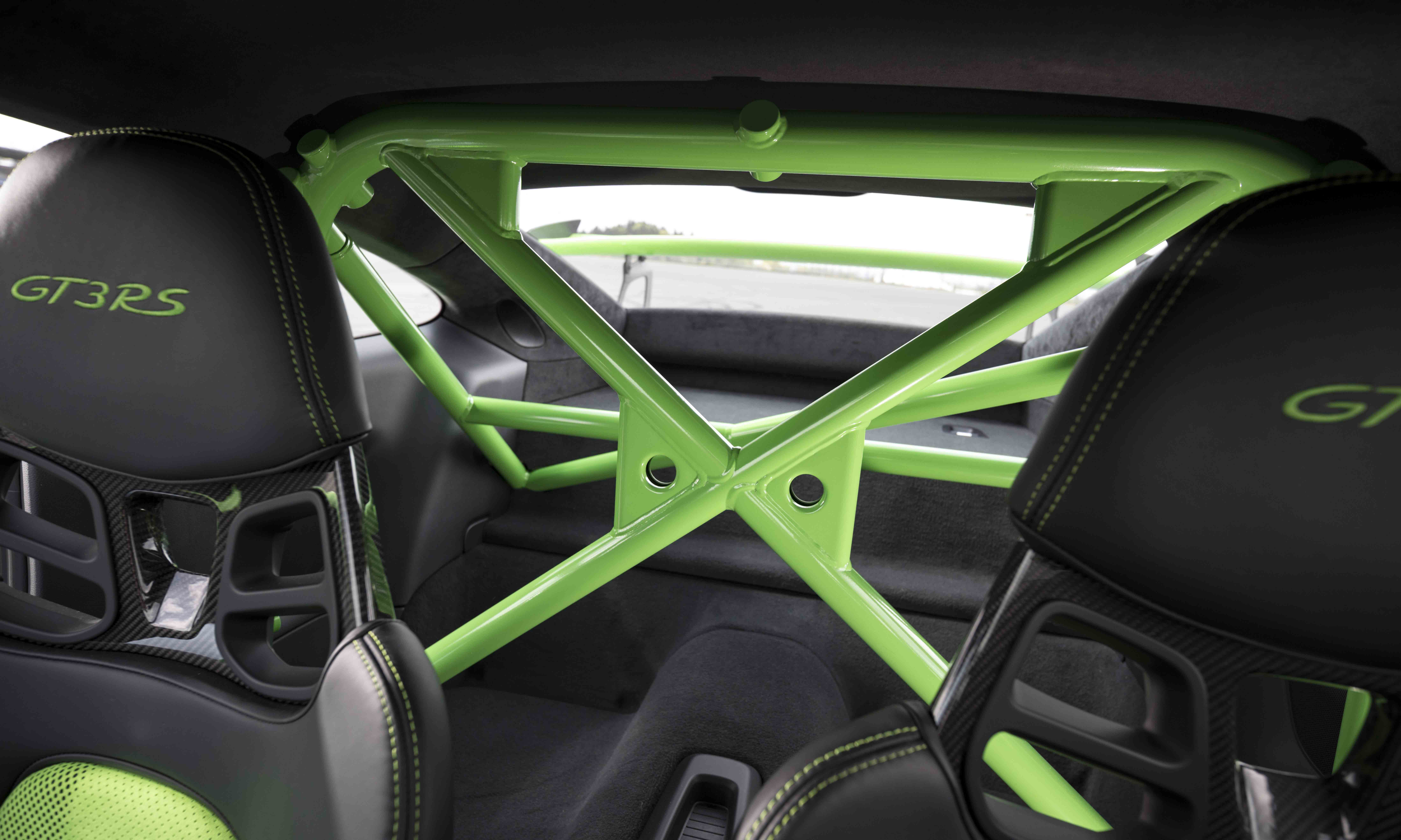 The roll cage can be painted in the body colour.