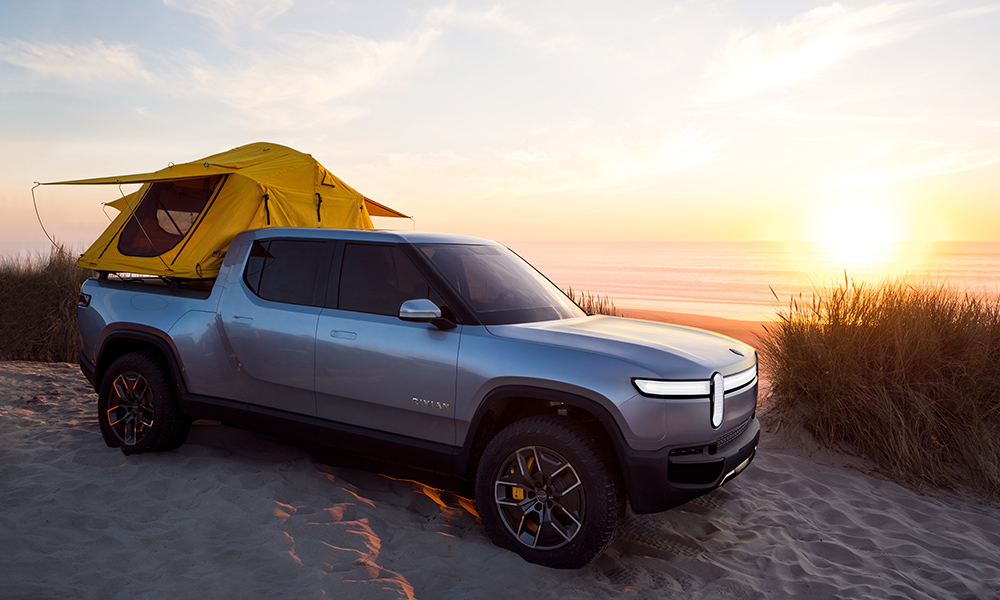 This is the American built Rivian double-cab bakkie. Four electric motors allow for a 0-100 km/h time of 3,2 seconds.