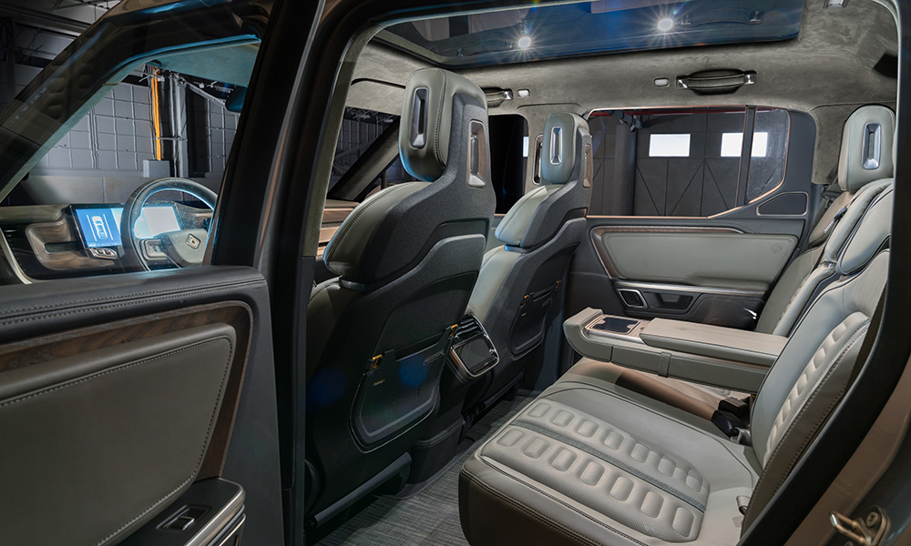 High-wear areas of the interior take inspiration from sportswear and active gear combining durable and innovative materials.