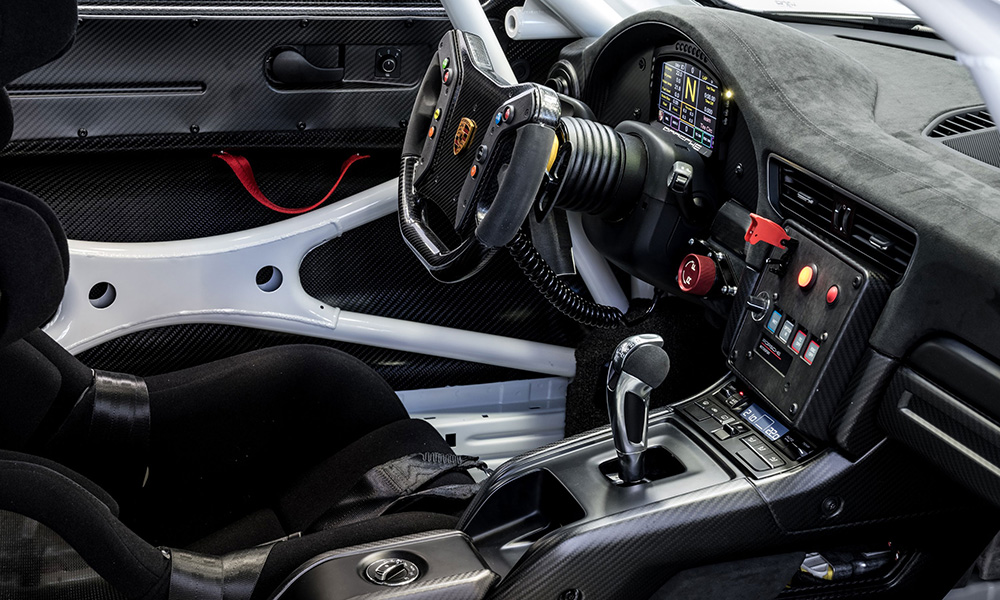 This one-seater features the same steering wheel used in the GT3 R.