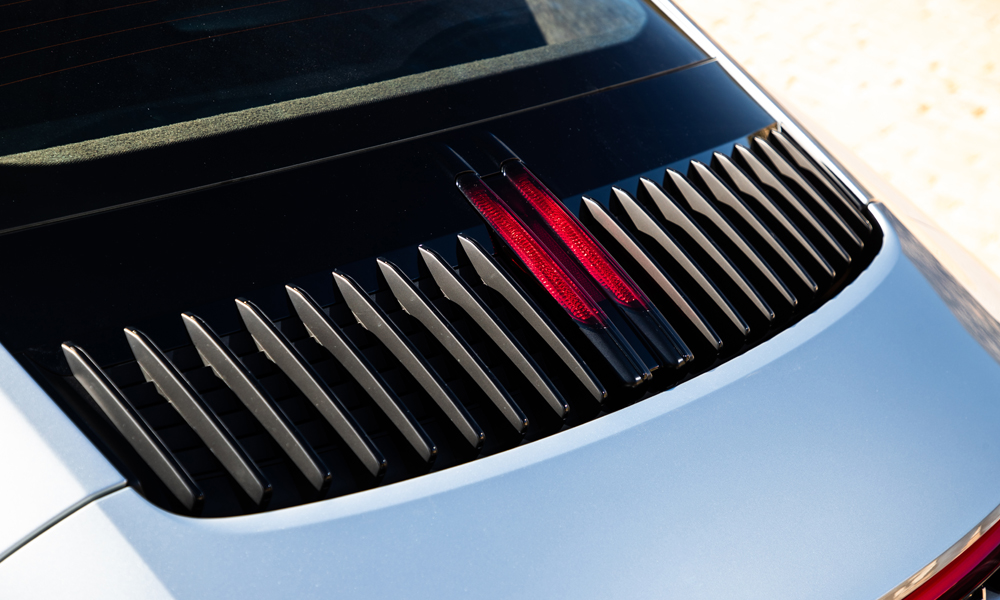 The rear vents with vertical slats feature an additional brake light.