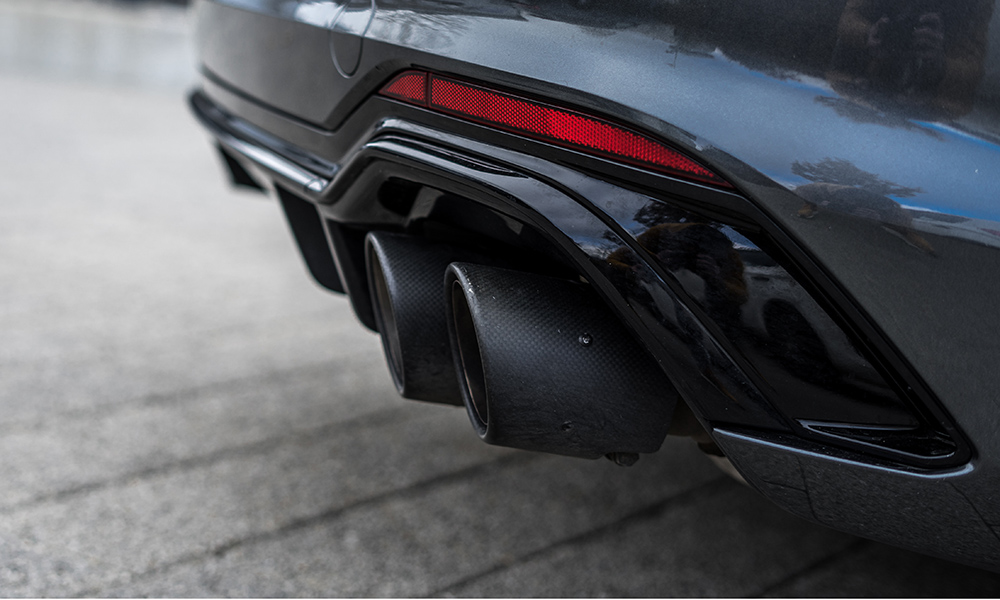 Each of the four carbon-trimmed tailpipes measures 102 mm in diameter.