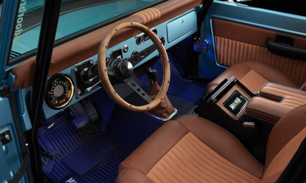 A wooden steering wheel offers a truly classic feel.