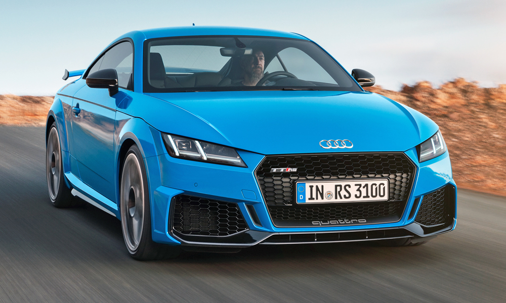 The facelifted Audi TT RS has been revealed.