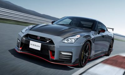 Nismo GT-R 2022 front quarter driving